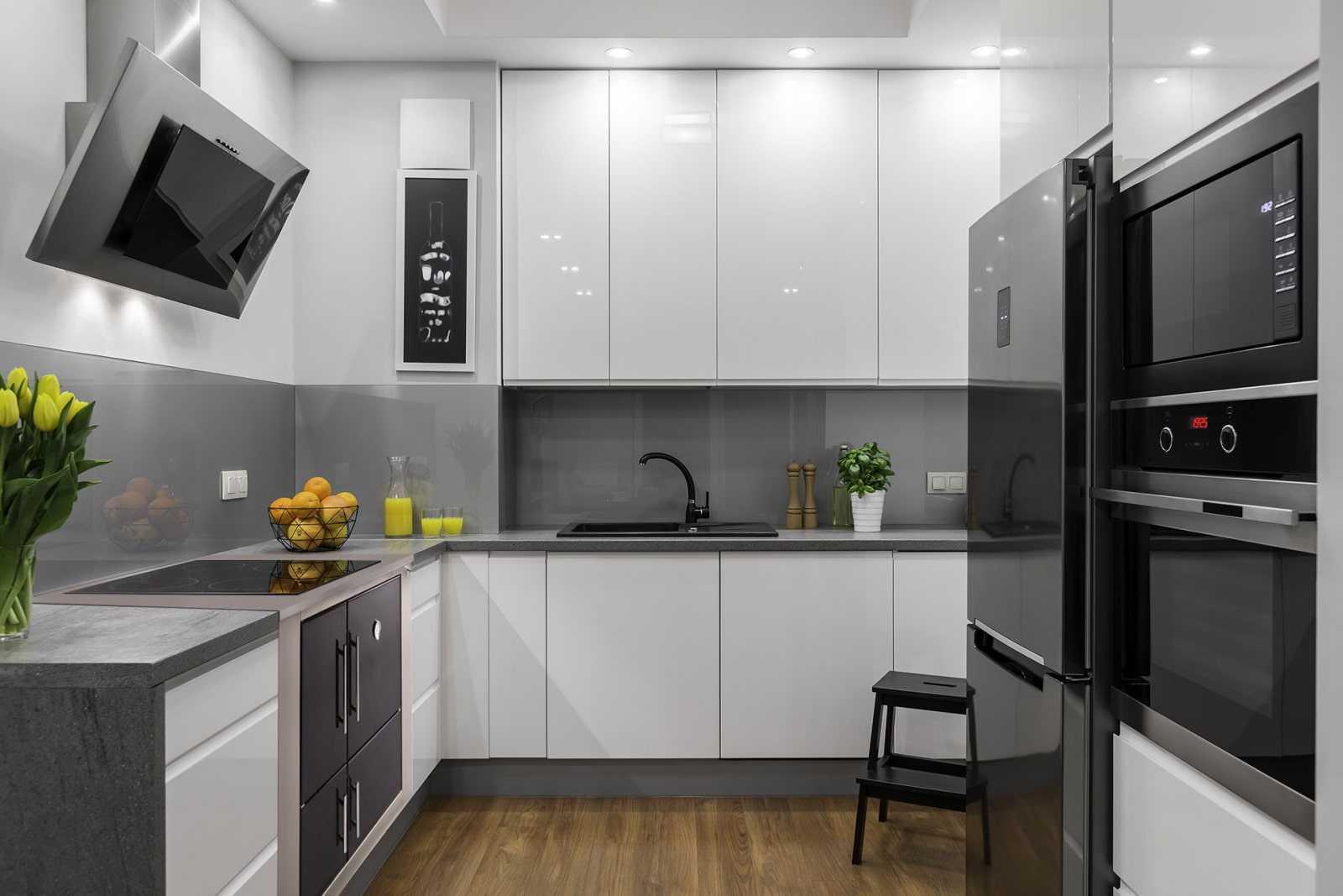 70 идей дизайна кухни в серо-белых тоах