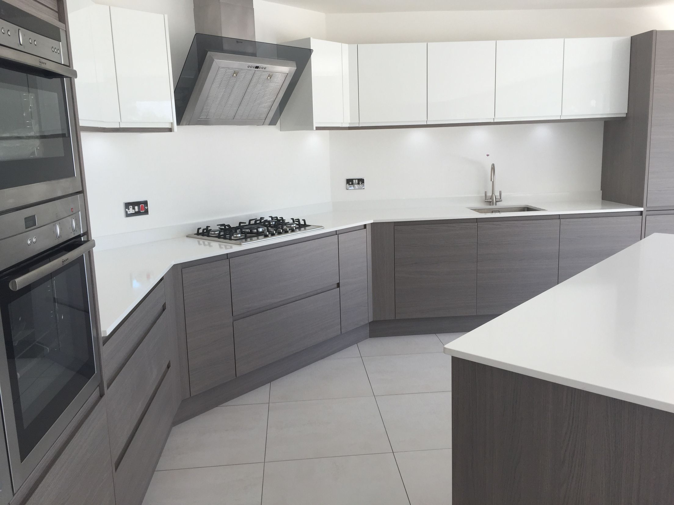 Серая кухня: 60 фото идей дизайна кухни в серых тонах, стен и пола, потолка