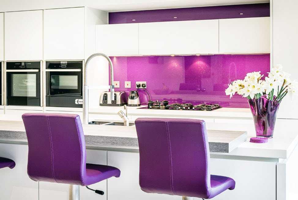Бело-зеленая кухня: летнее настроение в дизайне кухонного гарнитура и интерьера