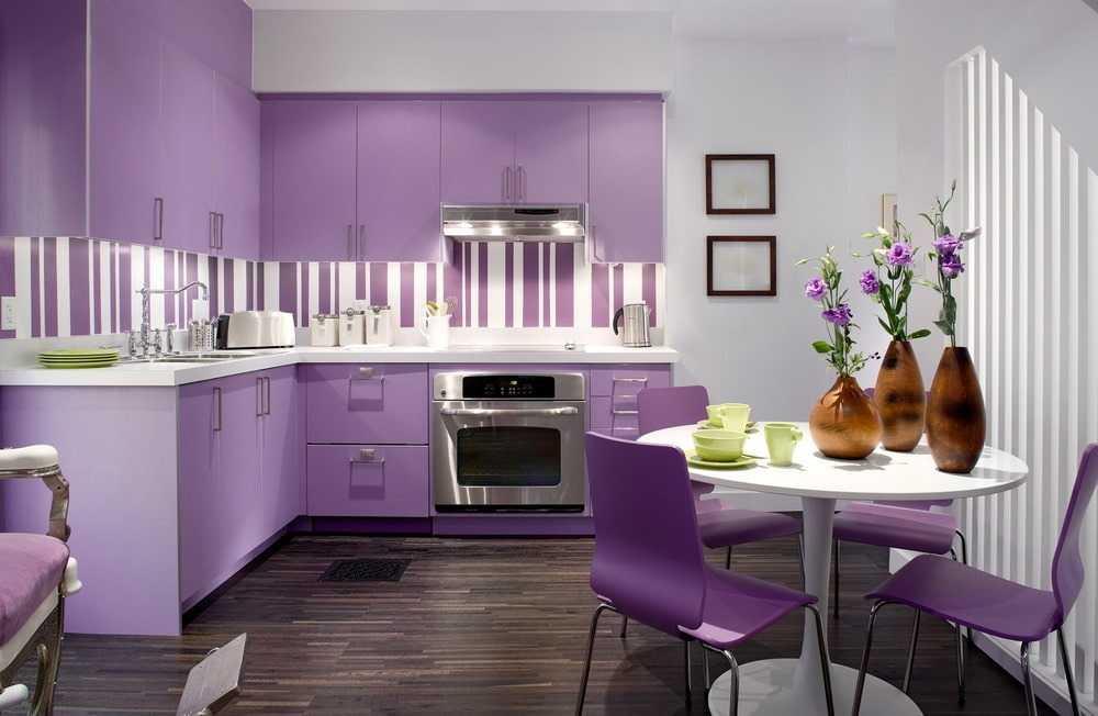 Фиолетовый цвет в интерьере кухни – 5 секретов применения