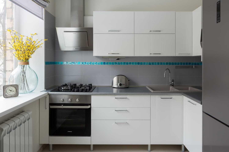 Темный низ светлый верх на кухне — 75 идей дизайна на фото реальных интерьеров