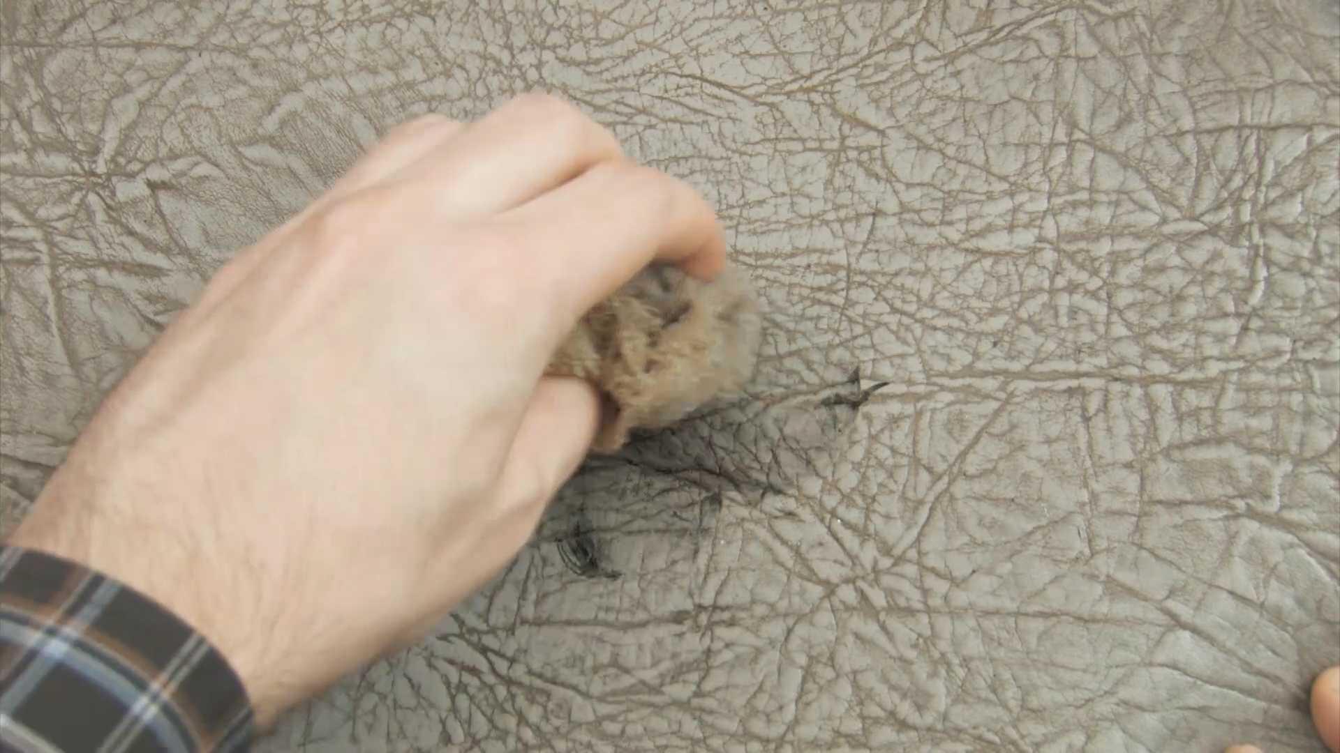 Как отмыть зелёнку с кожаного дивана дома самому