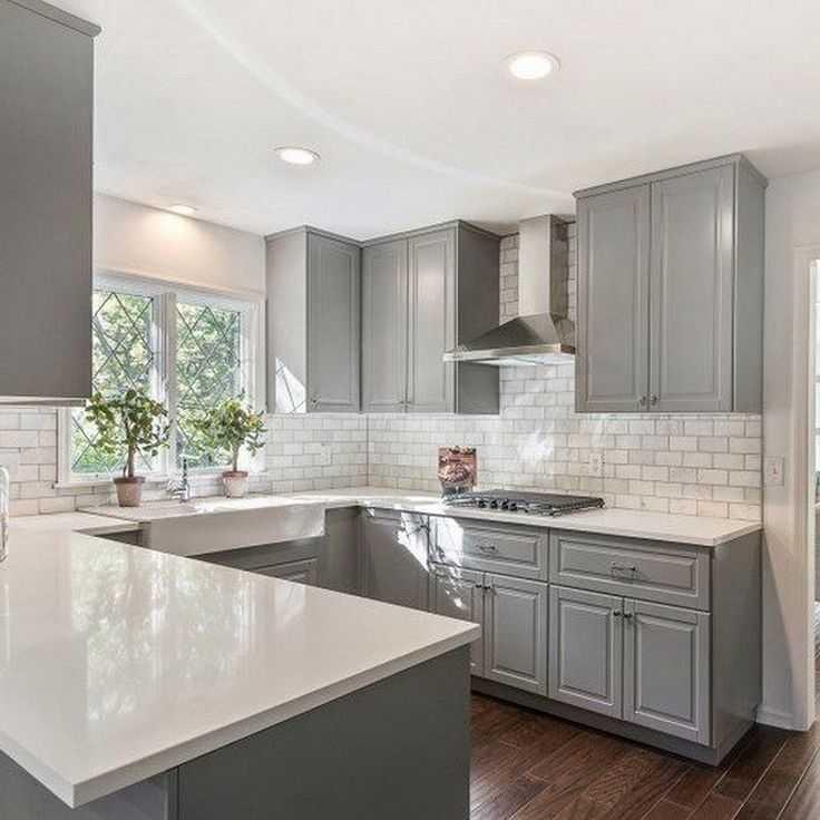 Особенности белых кухонь: один шаг от простоты до роскоши в интерьере