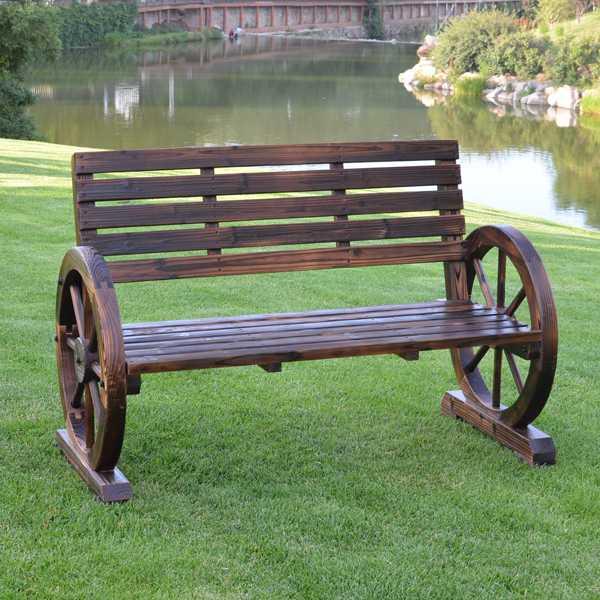 Оригинальная скамейка из колес от телеги фото