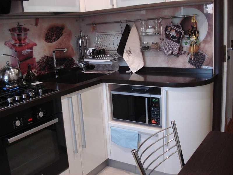 Кухонные гарнитуры для маленькой кухни: фотографии образцов, как поставить