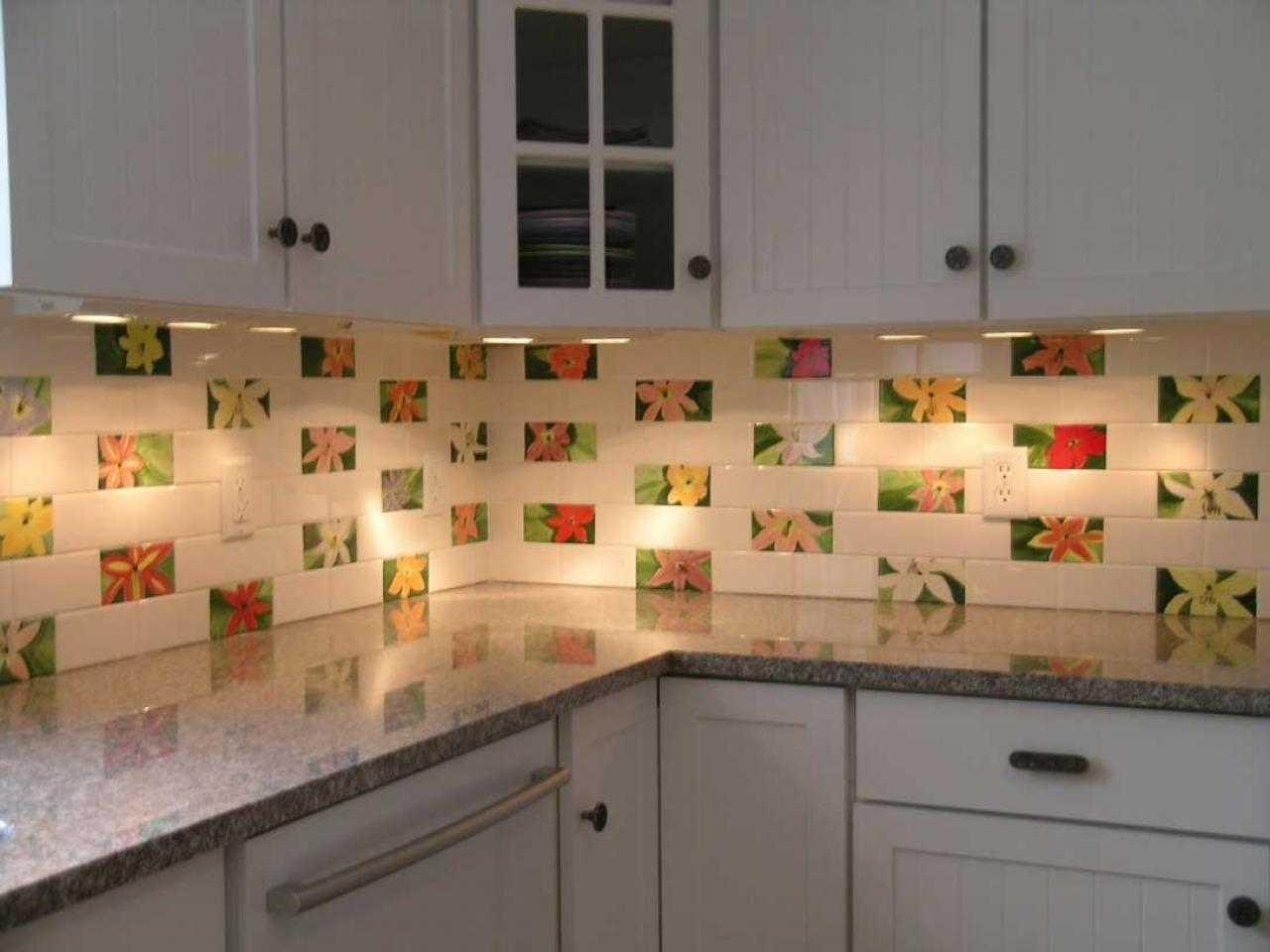 Панели на кухню вместо плитки: можно ли использовать пластиковые панели для фартука
