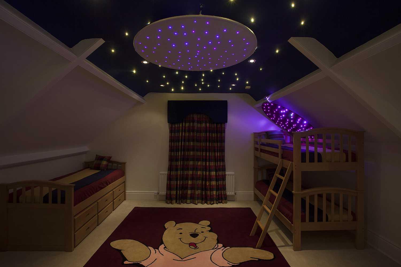 потолок в зале сиренево розовое звездное небо фото