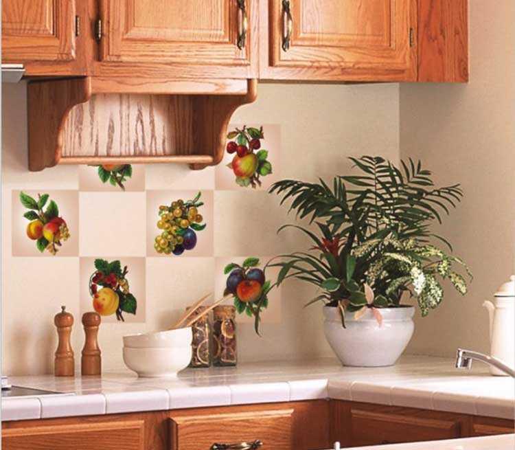 Настенная плитка для кухни (36 фото): как снять старую плитку с кухонной стены? варианты дизайна и размеры плитки под кирпич, особенности панелей под плитку-мозаику